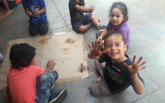 La iniciativa busca acercar a las familias al quehacer educativo y fortalecer el trabajo intercultural que la unidad educativa desarrolla en el territorio.