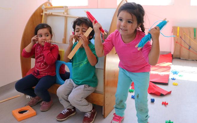 El Jardín Infantil de Verano contará con una directora, dos educadoras de párvulos, 11 técnicos y 1 auxiliar para servicios de aseo manteniéndose en funcionamiento hasta el 28 de febrero próximo.