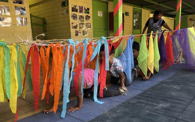 Este programa es una alternativa para las familias que tienen la necesidad de trabajar en la época estival, realizando actividades recreativas para niños y niñas.