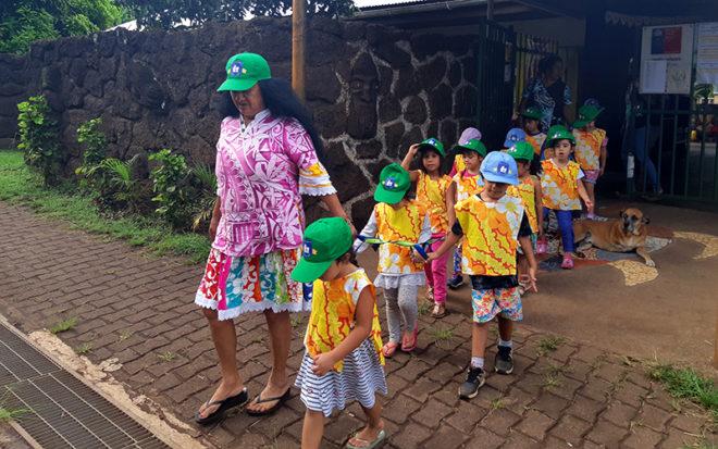 Junto al apoyo de las familias equipo educativo incorpora en sus prácticas actividades que preserven la cultura de Rapa Nui.