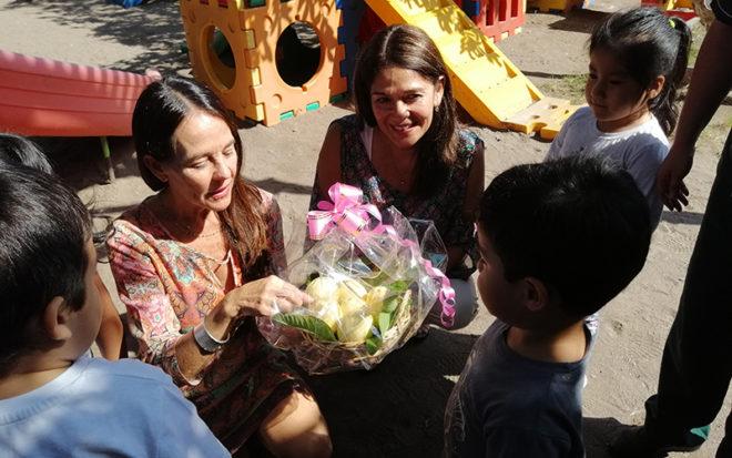 Recordando que el juego es el principal medio que tienen los niños y niñas para aprender y explorar, la vicepresidenta ejecutiva de la Junji, Adriana Gaete Somarriva visitó algunos jardines infantiles de Tarapacá.