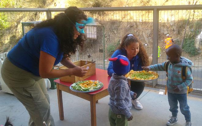 Esta estrategia permite que la vuelta al jardín infantil se viva como una experiencia agradable, con un valor agregado como el fomento del consumo frutas.
