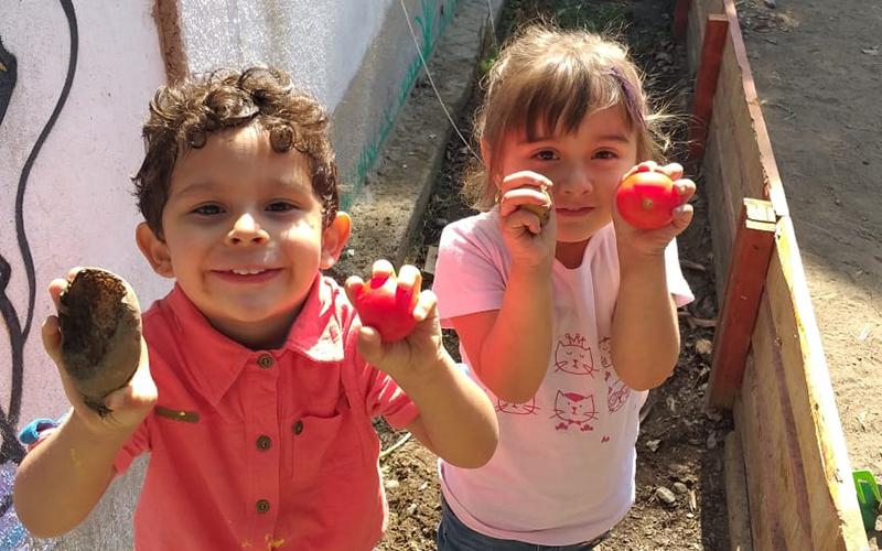 Esta actividad, realizada en este recinto ubicado en La Calera es parte de un proyecto de enraizamiento que busca que los niños y niñas se conecten con el medio ambiente desarrollando de esta manera conciencia y compromiso con su entorno.