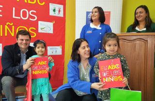 Lanzan diccionario que muestra el mundo desde la mirada de niñas y niños en Los Ríos
