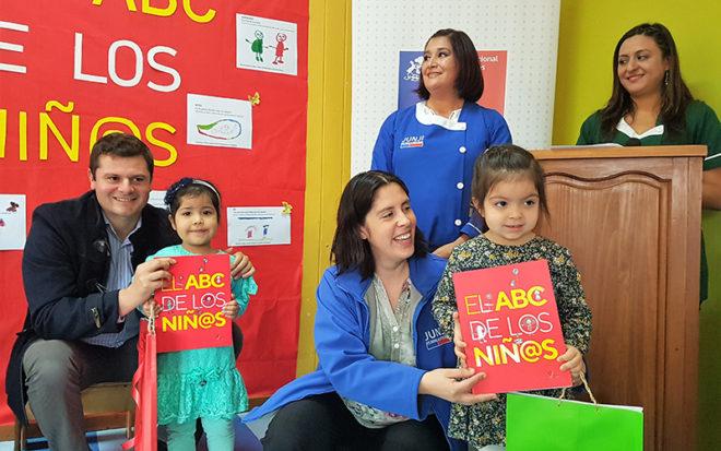 El libro El ABC de Los Niñ@s de Ediciones de la Junji fue realizado por párvulos de jardines infantiles de todo Chile, quienes dan su propio significado a las palabras.