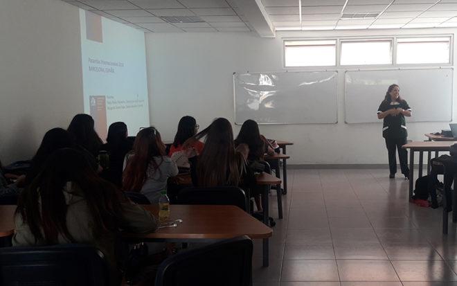 Durante el encuentro, las alumnas de la carrera de Educación Parvularia, pudieron dialogar respecto de los cambios que ha tenido el establecimiento desde la práctica pedagógica hasta las modificaciones de los espacios educativos.
