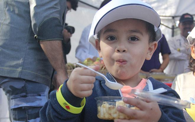 Los participantes contaron con un stand saludable que les permitió degustar frutas y verduras de carácter nutritivo.