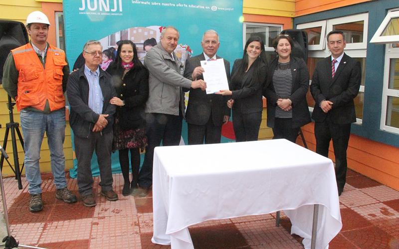 Autoridades de gobierno se alinean para inaugurar el establecimiento durante el segundo semestre de este año.