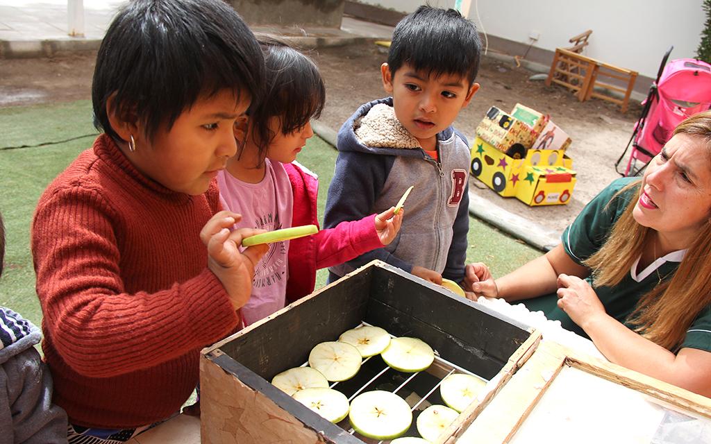 """En el Jardín Infantil """"Estrellita del Desierto"""" han entusiasmado a todo un pueblo nortino con su innovación pedagógica, centrada en hacer valer la autonomía y protagonismo de la niñez."""