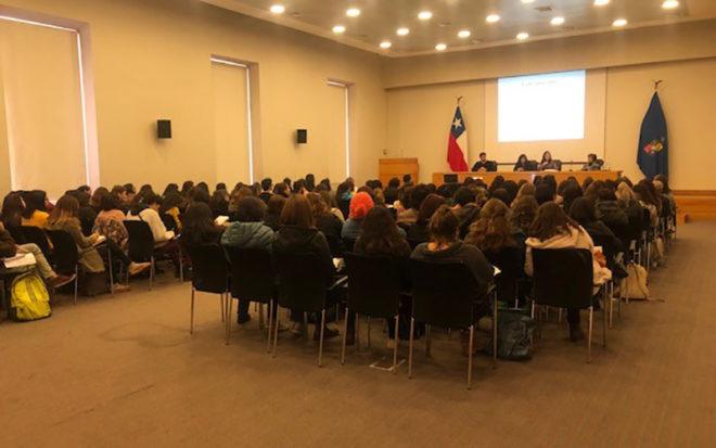 En la actividad, también se presentaron las exposiciones de Danitza Jaramillo, Encargada de la Unidad de Interculturalidad de Junji y María Emilia Tijoux, de la cátedra de Racismos y Migraciones Contemporáneas de la Universidad de Chile.