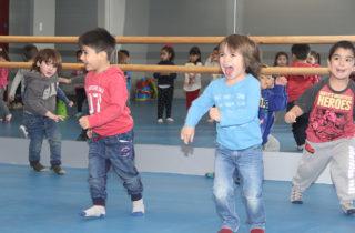 Párvulos potencian actividades físicas y de psicomotricidad