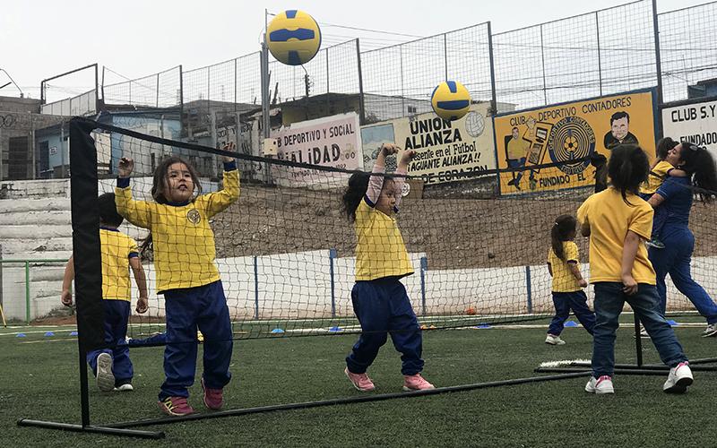 En Estadio Hernán Villanueva niños y niñas participaron del encuentro Jugar y Aprender que organizó el Instituto Nacional del Deporte, IND.