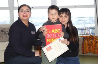 """Pequeños autores fueron homenajeados en el lanzamiento del libro """"El ABC de los niños"""""""