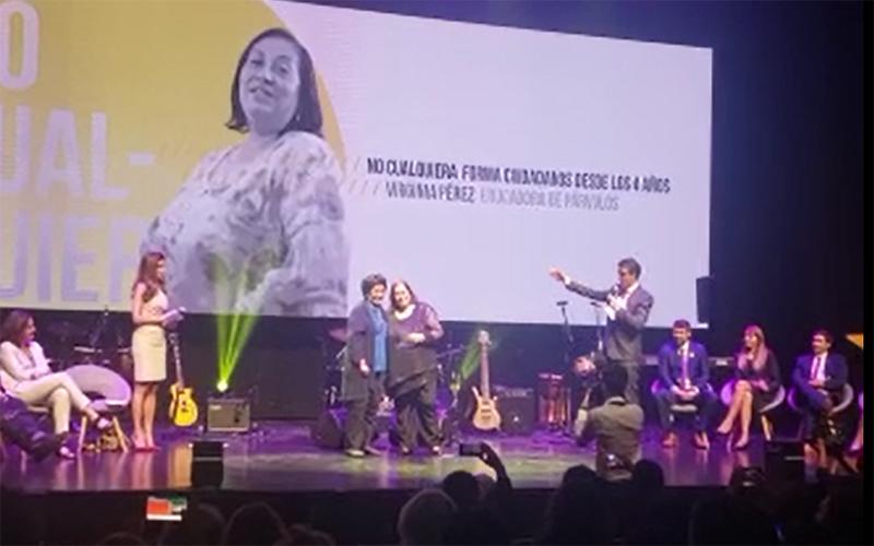 """La educadora del Jardín Infantil """"Paraíso"""" de Puerto Guadal, de la Junji Aysén, fue una de las cinco finalistas del también llamado """"Nobel de la educación""""."""