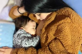 """El Ministerio de Salud propone para Chile el lema """"Una para todos y todos para una, apoyemos la lactancia materna por un futuro saludable""""."""